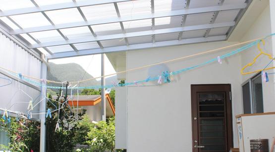 テラスに屋根を設置