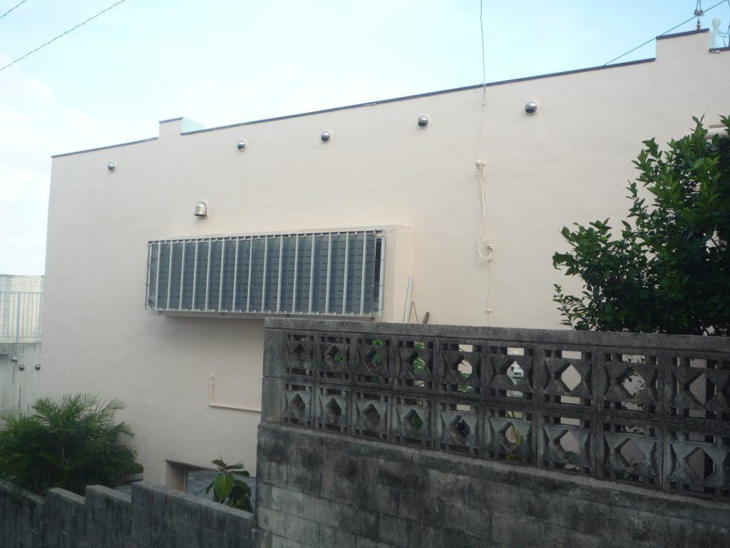 那覇市K様 外壁1面ひび割れ改修/塗装工事