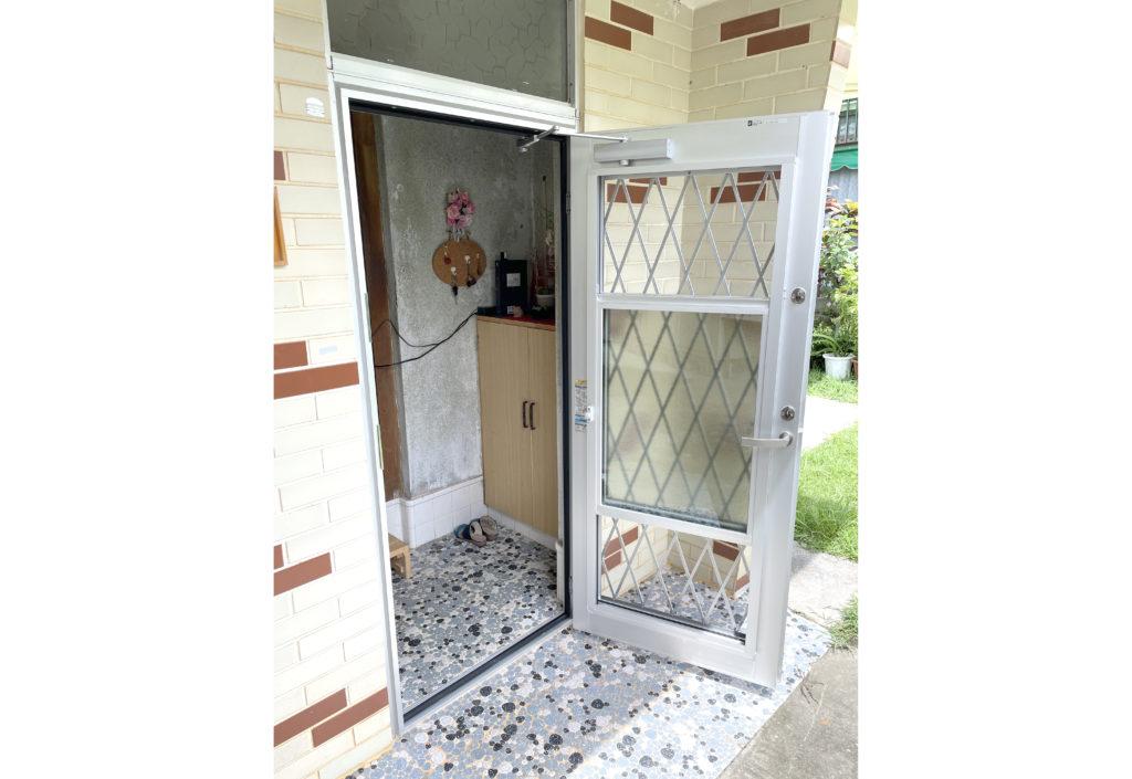 玄関ドア簡単リフォーム